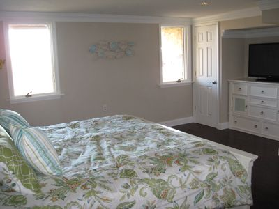 Brigantine townhome rental - First floor oceanfront king bedroom with 40' TV