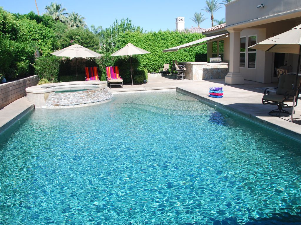 Luxury home saltwater pool resort style living vrbo for Average square footage of a pool