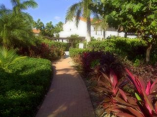 Providenciales - Provo condo photo - Lakeshore Gardens - entrance to Pool
