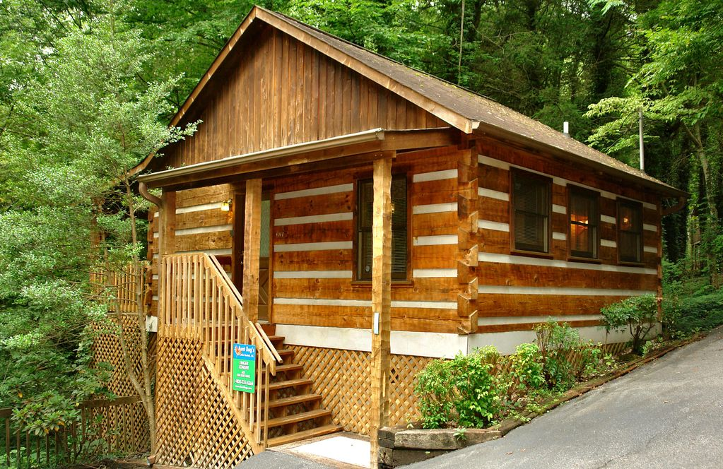 Romantic 1 bedroom cabin close to downtown vrbo for 1 bedroom pet friendly cabins in gatlinburg tn