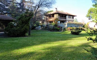 Splendid villa with large garden and tennis court in cool climate