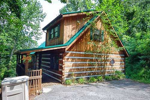 Fishermans view cabin with fishing pond access vrbo for Fishing cabin rentals