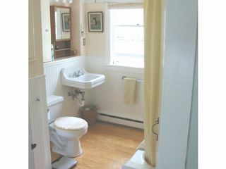 Yarmouth cottage photo - Cottage bathroom with tub