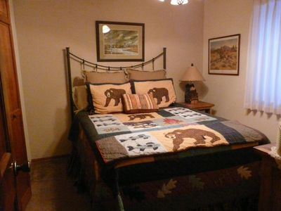 """Bear room"" with queen bed"