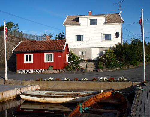 Holiday house for 2 persons directly at the fjord