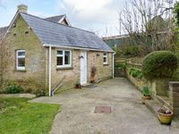 STONEWIND FARM, pet friendly, with a garden in Totland, Ref 23533