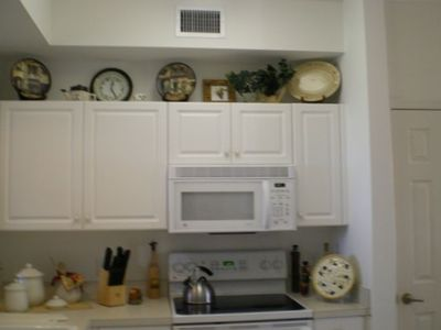 fully equipped dine-in kitchen with new appliances