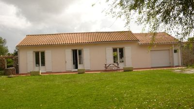 Ile d'Oleron bungalow rental - Front of the house on Courtyard with seating