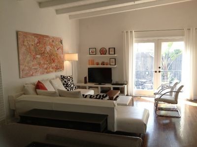Chic One Bedroom Beach Pad - 2 Blocks to the Beach