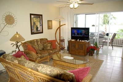 Kailua Kona condo rental - The living room with a view of the Lanai