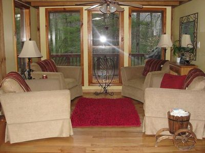 Fletcher cottage rental - Living room to sit and relax and enjoy nature.