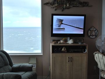 "View of the Gulf of Mexico & 37"" HD Flat Screen TV w/NEW Media cabinet"