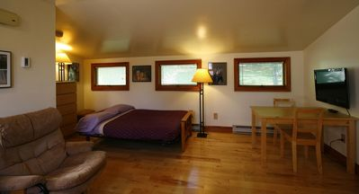 Spacious and comfortable; located 1.5 miles from downtown Hamilton and Colgate