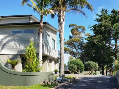 An Awesome Cliff Top Retreat Overlooking TINDALLS  &  MANLY BEACH