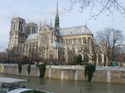 Apt LISLE - Ile St. Louis - Notre Dame Cathedral is a few steps away