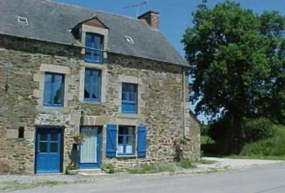 Typical large Breton cottage in tranquil countryside, nr sandy beaches