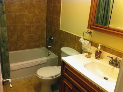 Master bdrm ensuite bath with tub/shower.
