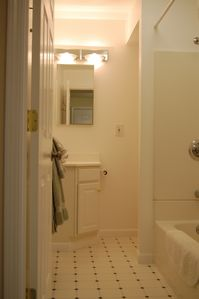 San Francisco apartment rental - Bathroom