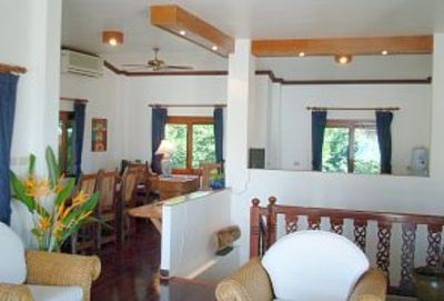 Lounge/dining room with 180 degree seaviews