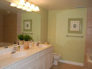 Oceans Pointe Ocean City condo photo - Master bathroom