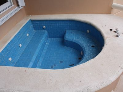 Puerto Aventuras condo rental - Comfortable hot tub on the deck.