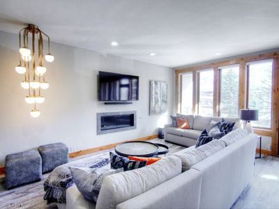 Sun Vail Condos 12A Superbly Remodeled, Platinum Rated 2bed/2bath Just Minutes from the Slopes!