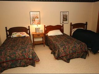 Stowe house photo - Three Twin Beds in the Sixth Bedroom