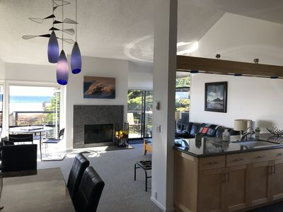Beautiful Modern Oceanview - 3rd Level - 2 BR condo on Monterey Bay