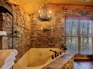 Hiawassee chalet photo - Romantic Jacuzzi