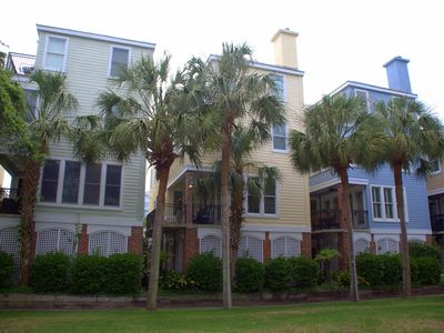 4Bedr/4Bath Grand Pavilion Home 1 row from ocean, access to ocean front pools