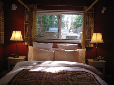 Detached Guest Cottage, Queen four Poster bed