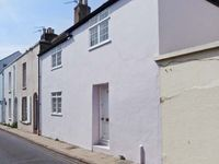 SEASHELL COTTAGE, family friendly, with a garden in Deal, Ref 25119