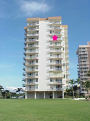 Fort Myers Beach condo photo - View of condo from ground