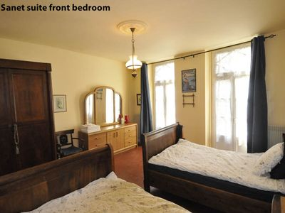 La Charité-sur-Loire apartment rental - Sanet Suite bedroom with two single beds.