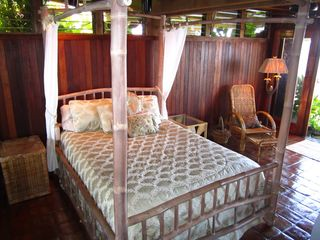 Napili estate photo - First Floor Master Bedroom on the Ocean