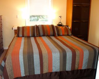 Upstairs King size bed w/ flat screen TV, adjoins Twin Bed room