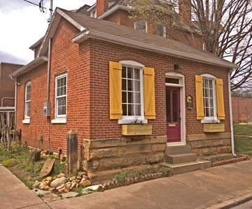 """Historical """"Guesthouse"""" Rental In Downtown Cape Girardeau"""