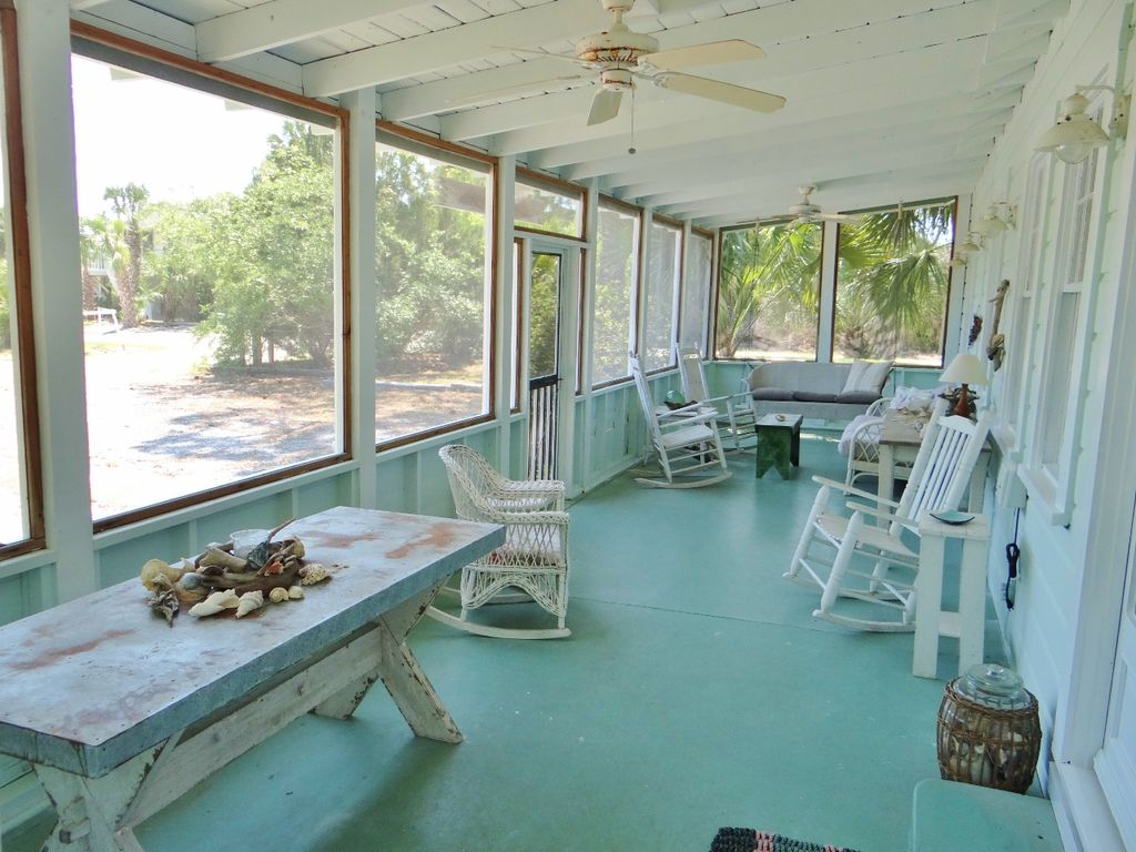 Neptune Rising - a charming cottage to rent in Florida with screened in porch