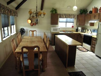 Large well-stocked kitchen, dining table & counter for your family & friends!