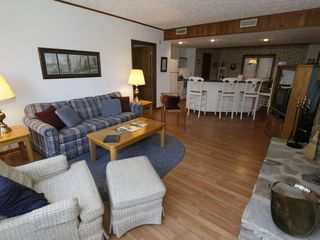 Gatlinburg condo photo - Great Room & Breakfast Bar
