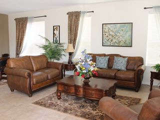 Bellavida Resort house photo - Italian Leather Furniture with Oak Table in the Great Room