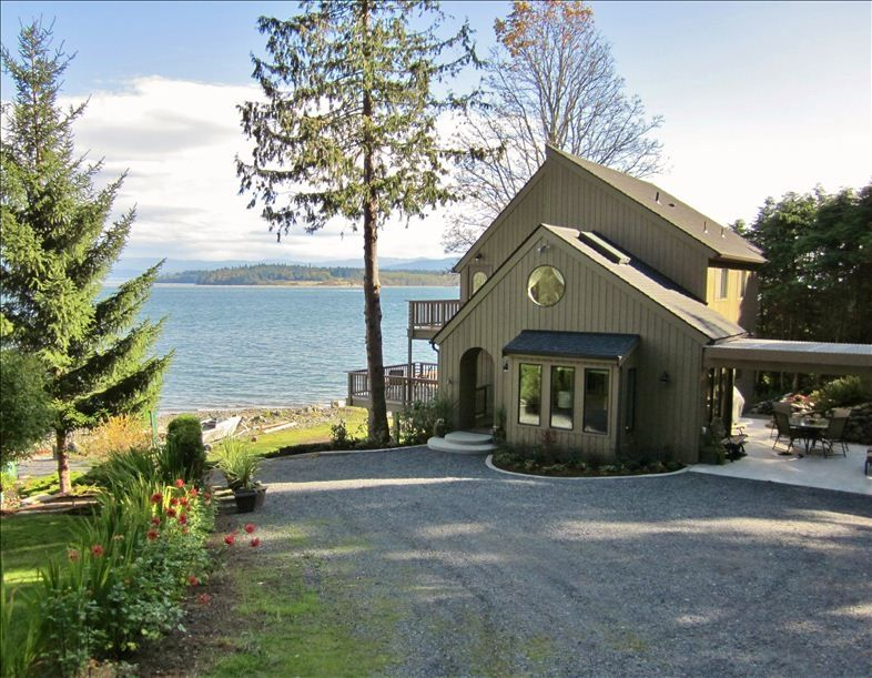 Beautiful Beachfront Home with Panoramic Views of Puget Sound