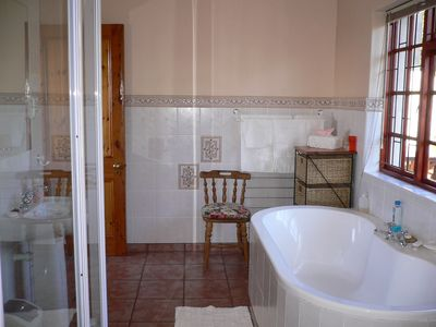 Constantia apartment rental - Spacious bathroom