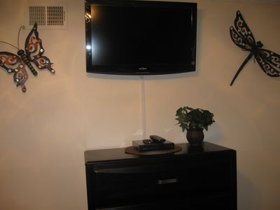 bedroom 3 wall mounted 32' flat screen tv/dvd player