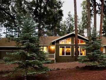 Pinetop house rental - Front of Home has both standard and circular driveway.