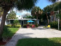 Adorable Beach Lovers Waterfront Cottage
