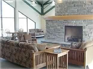 Silverthorne condo photo - Clubhouse lounge with free wifi and T V.