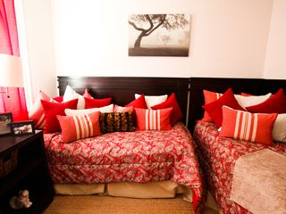New Orleans apartment photo - Jr. Bedroom with Twin Beds