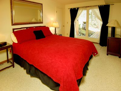 Lower level bedroom - This queen size bedroom opens to the patio with the hot tub and sauna.