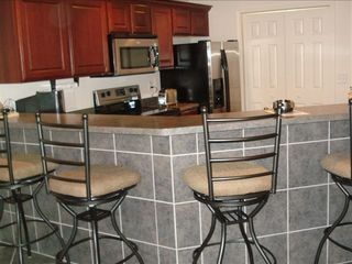 Osage Beach condo photo - Kitchen breakfast bar